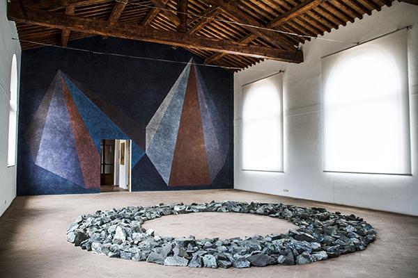 """""""progetti murali"""" e """"anello verde di Prato"""" di Sol Lewitt e Richard Long"""